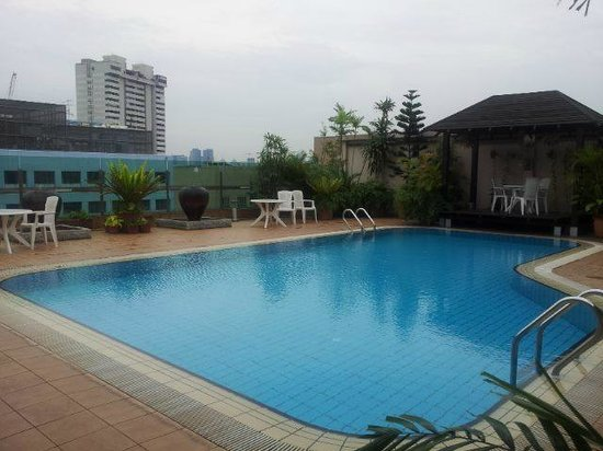 Rooftop Swimming Pool Picture Of Bayview Hotel Singapore Singapore Tripadvisor
