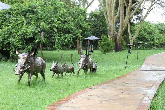 Wildebeest Eco Camp: Wonderful art features in the grounds