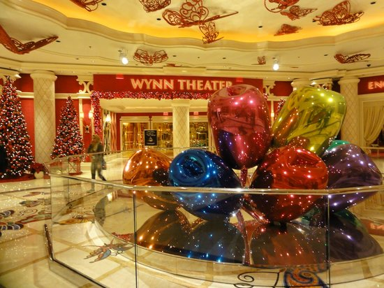 Christmas decor picture of wynn las vegas las vegas for When does las vegas decorate for christmas