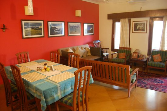 Ahtushi's Bed & Breakfast: Dining & Living Areas