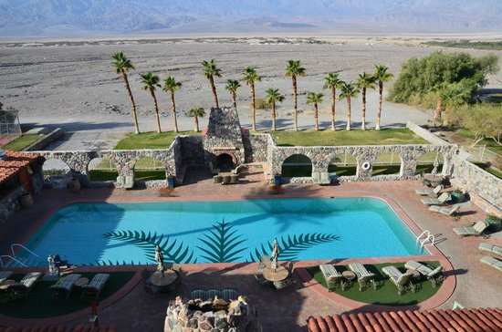 Piscine du inn picture of furnace creek inn and ranch for Piscine vallet