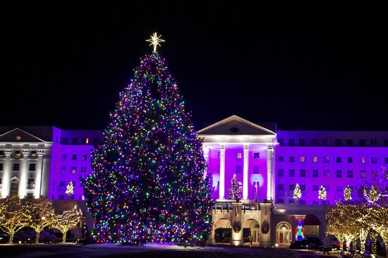 The Greenbrier: Christmas lights were beautiful