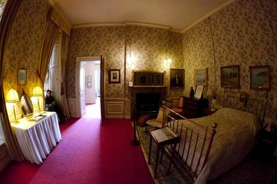 bedroom in which winston churchill was born picture of blenheim