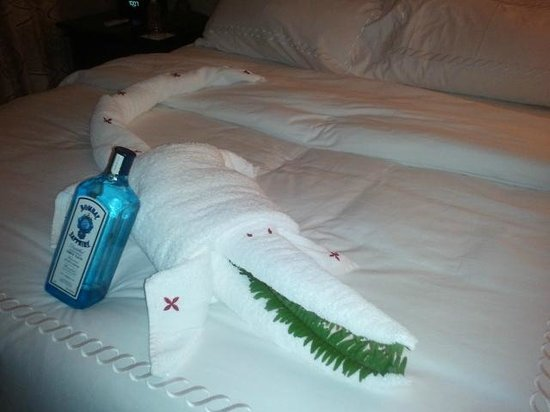 Sandals Ochi Beach Resort: Alligator and gin from our amazing butlers