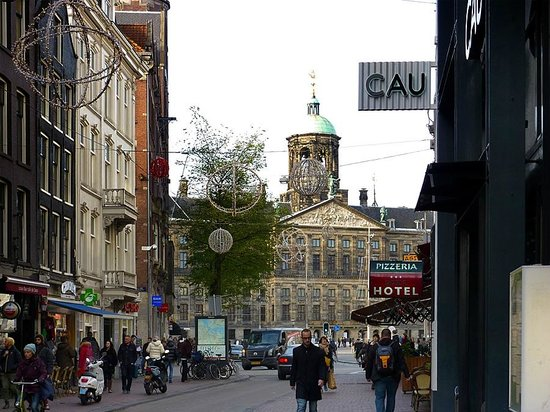 Near the rho hotel at dam square picture of rho hotel for Rho hotel amsterdam