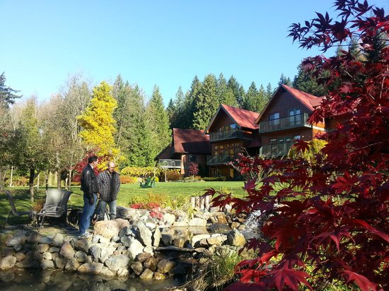 The Lodge at Twin Creeks: View of the Lodge from the pond