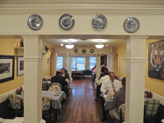 The Blue Plate Cafe - A Day in Memphis