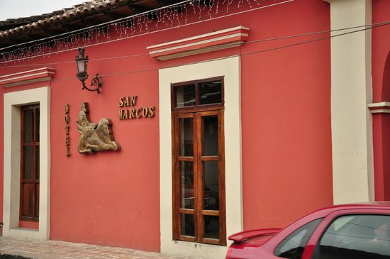 Hotel San Marcos: View from Street