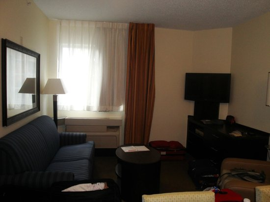 Candlewood Suites Miami Airport West: the awful sofa bed!!!