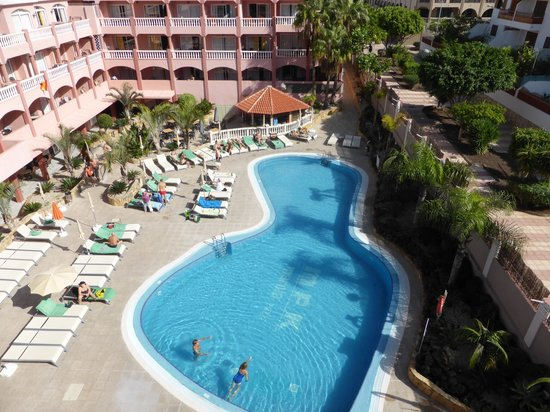 Marola Park: Pool and loungers (72 rooms, 57 loungers)