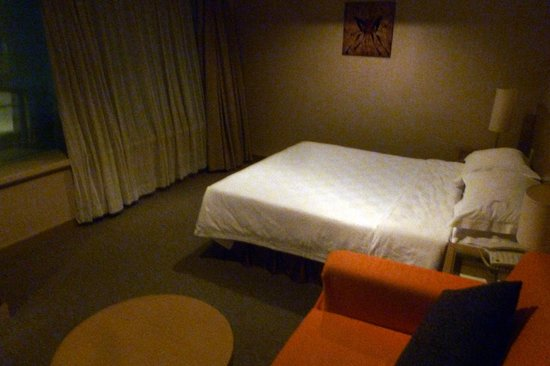 Xian Skytel Hotel: The bed faces the street