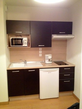 la kitchenette du studio photo de domaine de la vallee d 39 ax ax les thermes tripadvisor. Black Bedroom Furniture Sets. Home Design Ideas