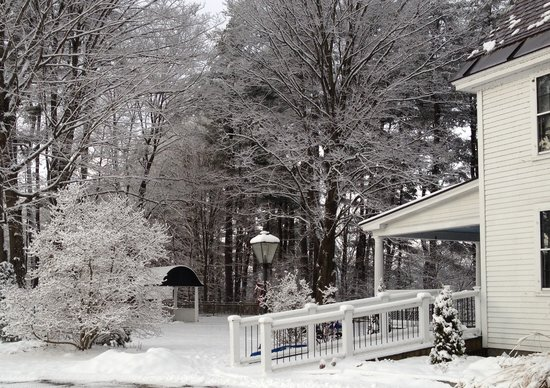 Bellows Walpole Inn: Garden Inn Winter