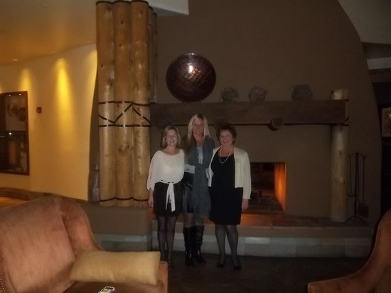 Sheraton Wild Horse Pass Resort & Spa: Magnificient Fire Place