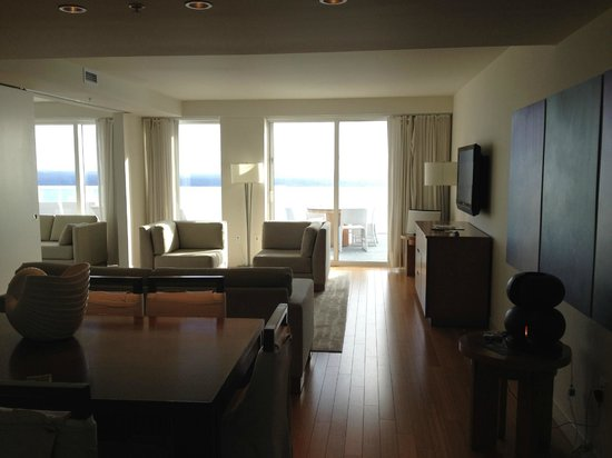 Whiskey blue lounge with live music picture of w fort lauderdale fort lauderdale tripadvisor for Living room w hotel fort lauderdale