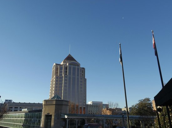The Hotel Roanoke & Conference Center, a Doubletree by Hilton Hotel: View of the Wells Fargo Building with the moon