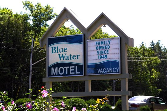 ‪Blue Water Motel‬