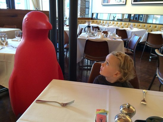 21c Museum Hotel Louisville: Nice to meet you, Red Penguin!