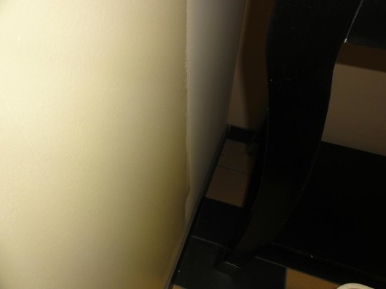 Comfort Suites Kingsport: Wall paint not finished and corner never (?) swept.