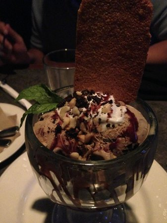 Kona coffee ice cream sundae java chip ice cream,oreo cookie crumbles ...