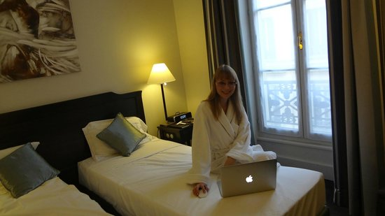 Hotel Royal Saint-Honore: Small but great and comfortable room