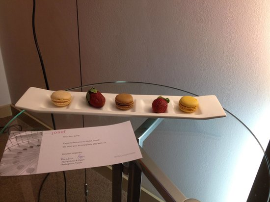Macaroons and strawberries on arrival design hotel for Design hotel josef