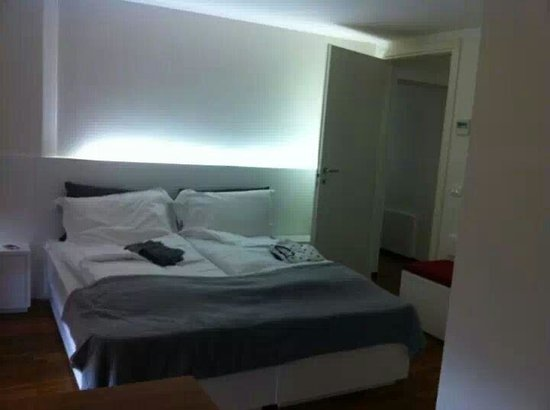 http://media-cdn.tripadvisor.com/media/photo-s/05/36/25/2b/camera-da-letto.jpg
