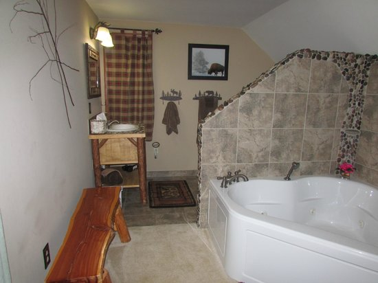 At Home In The Woods Bed And Breakfast: The lovely bathroom with a whirlpool/jetted 2 person tub.