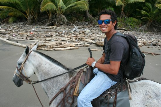 Florblanca Resort: Our guide for horseback riding on the beach