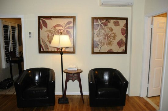 The Eagle Inn : Seating in our bedroom