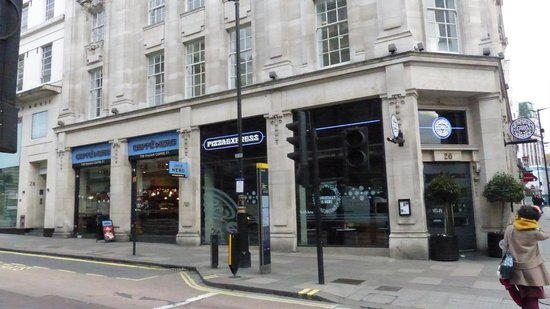 Cafe nero coffee shop in london picture of cafe nero for Kube hotel london