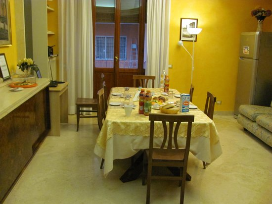 The Home in Rome Kosher Bed and Breakfast: breakfast