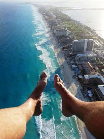 Secrets The Vine Cancun Resort & Spa : Holding on to camera phone for dear life