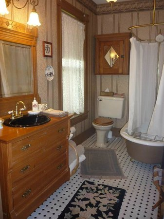 Manassas Junction Bed and Breakfast: Myers Bathroom