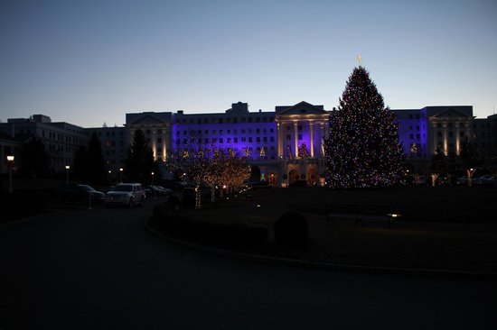 The Greenbrier: Front of Greenbrier