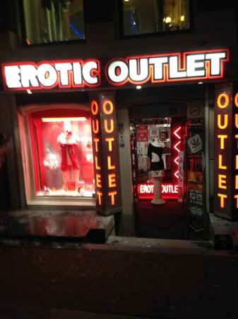 Hotel 83 Amsterdam: Outlet near entrance