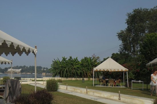 Raaj Bagh: View from outdoor