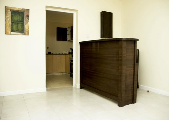 Nairobi Airport Hotel: Reception with 24 hour roomservice