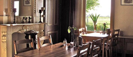 Authentieke eetkamer met art deco beschildering picture of b b welgelegen workum tripadvisor - Eetkamer deco ...