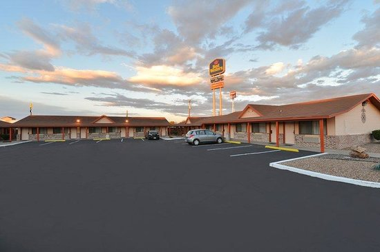 ‪BEST WESTERN Western Skies Inn‬