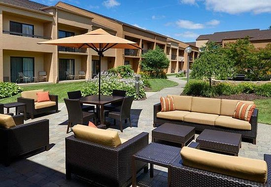Courtyard by Marriott Detroit Troy