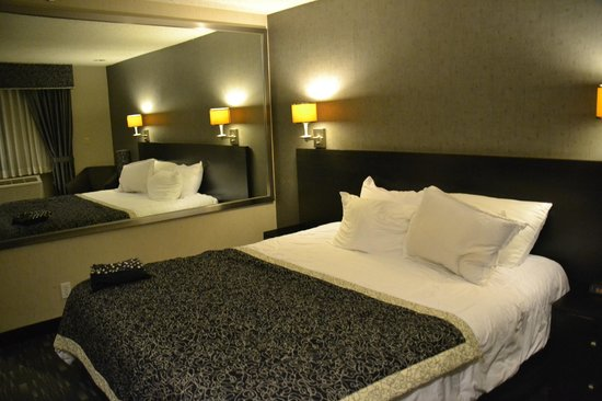 Ramada Plaza West Hollywood Hotel and Suites: Standard King Room