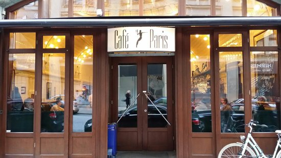 cafe paris von einem der fensterpl tze billede af cafe. Black Bedroom Furniture Sets. Home Design Ideas