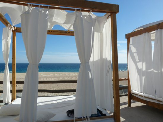 Melia Cabo Real All-Inclusive Beach & Golf Resort: Beach beds - for rent