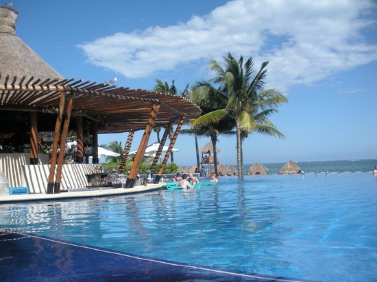 Infinity Pool And Bar Picture Of Dreams Riviera Cancun
