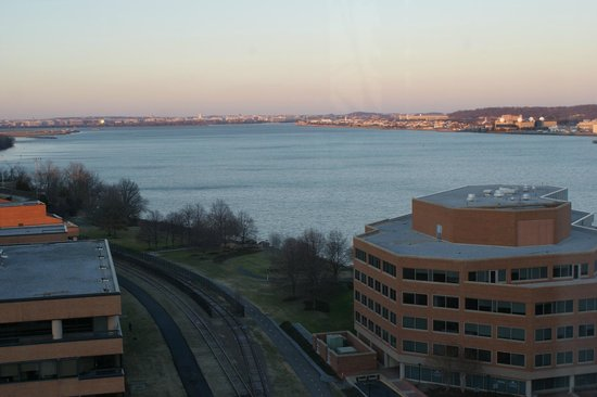 Crowne Plaza Hotel Old Town Alexandria: View of the Potomac River