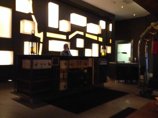 Cool lights behind reception desk picture of milenorth for Funky hotels chicago