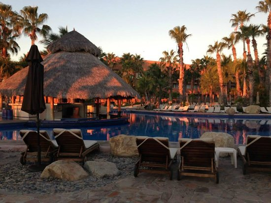 Melia Cabo Real All-Inclusive Beach & Golf Resort: Pool and Pool Bar