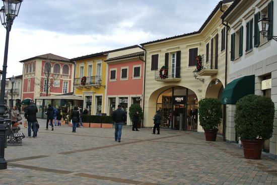 301 moved permanently for Serravalle designer outlet