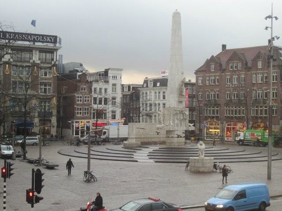 Swissotel Amsterdam: View of Dam Square from room